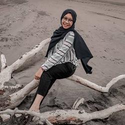 Rachmalia Hasna profile